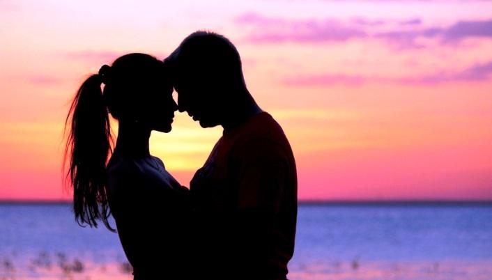 tumblr-static-couple-hugs-beach-wallpaper-download-beach-1900639502