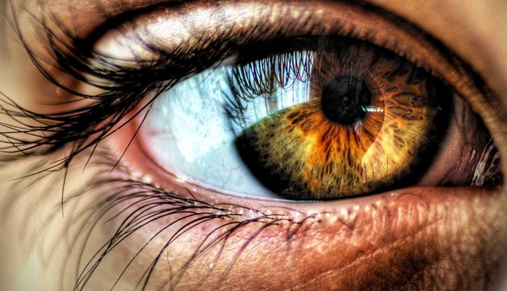 Ko par tavu veselību liecina acu krāsa – pārbaudi