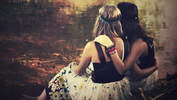 4 pazīmes, kuras raksturo īstu draugu. Vai tavi tādi ir?