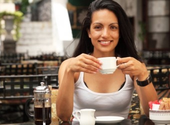 girl-drinking-coffee