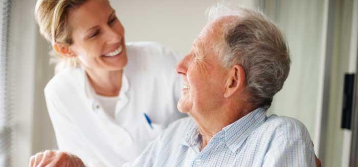 Vecs vīrs kavēja tikšanos ar sievu; Pēc visa dzirdētā medmāsa mirka asarās!