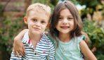 Mazā meitenīte bija gatava atdot visu savu naudu, lai palīdzētu slimajam brālītim – aizkustinošs stāsts