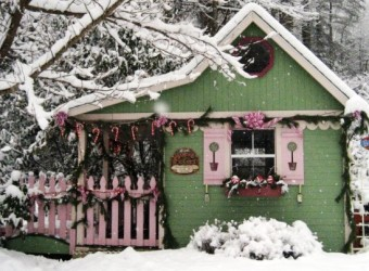 1451076179-1449247136-crickhollow-cottage-snow-winter-santas-workshop426361-395246570490098-2007725938-n
