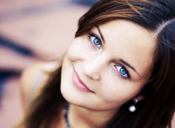 6774403-beautiful-blue-eyes
