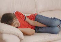 Lūk, kādēļ nedrīkst gulēt uz dīvāna