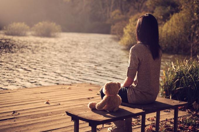 Lūk, kādēļ gudri cilvēki jūtas laimīgi, kad ir vieni