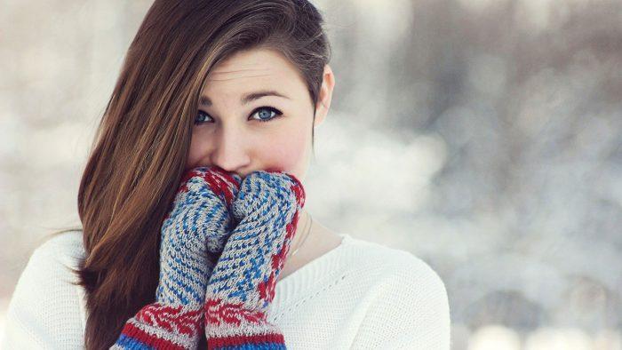 women-brunettes-blue-eyes-winter-cold-gloves