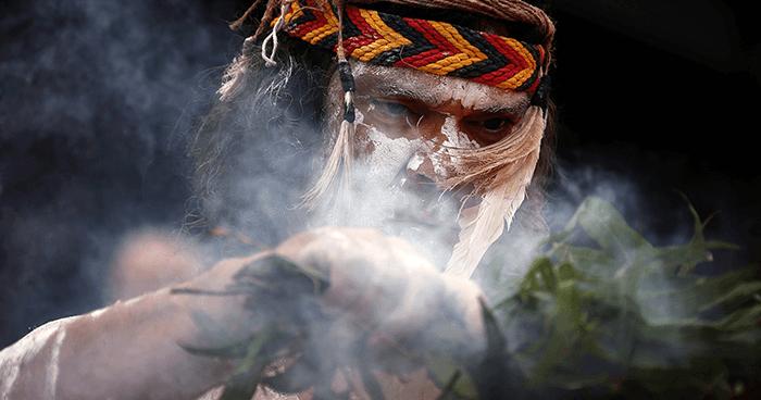 Noslēpumainā dūmu terapija: kļūsti pats sev par šamani