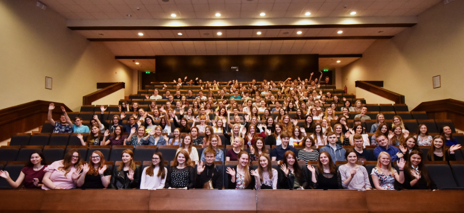 RSU Jauno mediķu akadēmiju absolvē rekordliels skolēnu skaits